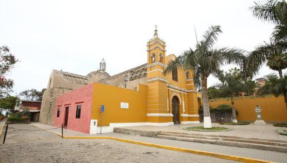 """""""Reconversión en el templo"""", por Gonzalo Torres del Pino"""