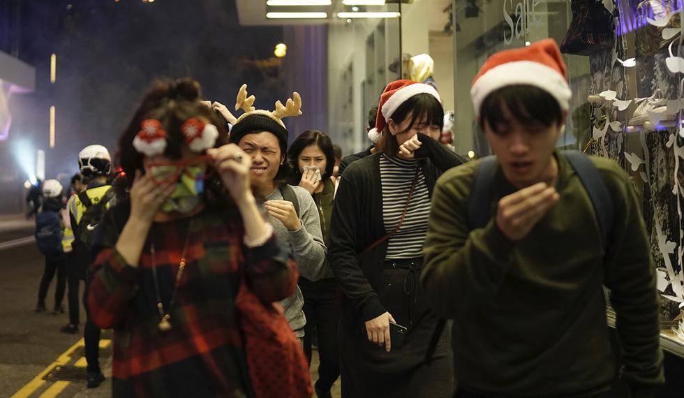 Los numerosos centros comerciales en Hong Kong han sido escenario de manifestaciones cada vez más violentas desde el comienzo hace seis meses del movimiento de protesta que ha sacudido al territorio autónomo. (Foto: AP)