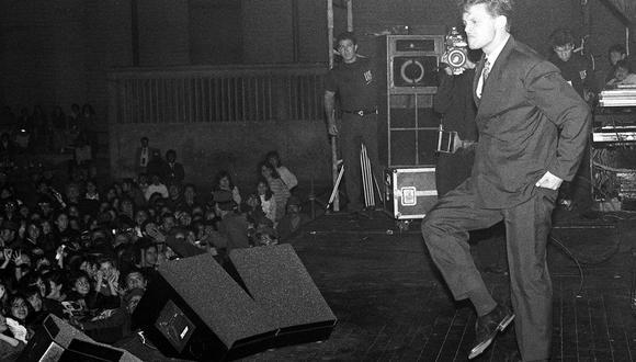 El divo mexicano Luis Miguel durante su presentación en Lima. Postal de 1991. Foto: GEC Archivo Histórico