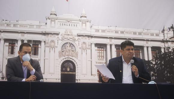 Voceros de UPP, José Vega, y Frente Amplio, Lenin Checo, justificaron pedidos para interpelar a tres ministros por su actuación durante la pandemia (Foto: Mario Zapata/GEC)