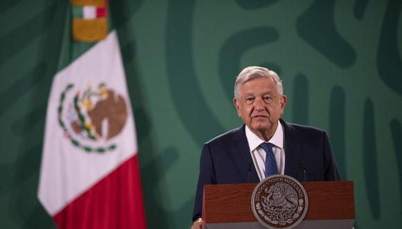 El presidente mexicano Andrés Manuel López Obrador (AMLO) habla durante su conferencia de prensa matutina diaria en el Palacio Nacional, en la Ciudad de México, el 20 de abril de 2021. (PEDRO PARDO / AFP).