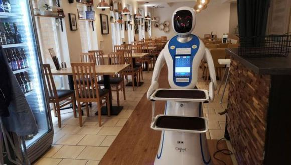 """Enjoy Budapest Café"", un café en el que atienden robots. (Foto: EFE)"