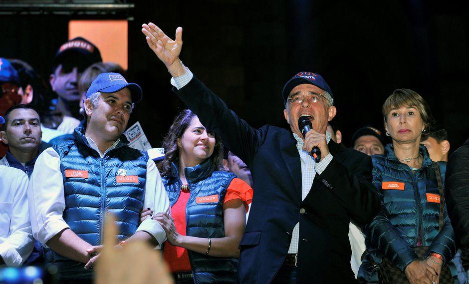 Álvaro Uribe, dirigente de 65 años que se precia de no saber bailar ni cantar, ni contar chistes y ser adicto al trabajo, nunca pensó en el retiro de la política. (Reuters)
