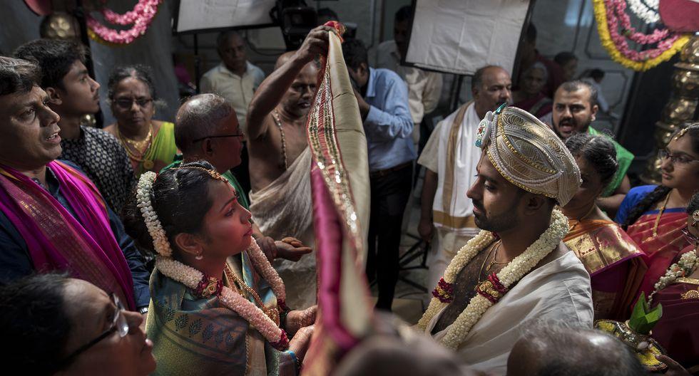 El 'antarpaat' es un momento crucial en una boda hindú. Los novios no se han visto durante toda la ceremonia y, cuando la tela caiga, comenzarán una vida juntos. (Foto: Anthony Niño de Guzmán)