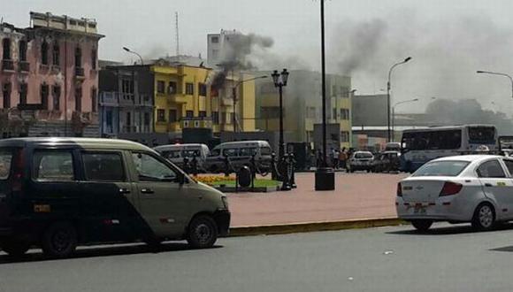Alfonso Ugarte: incendio afectó casa cerca de Plaza Dos de Mayo