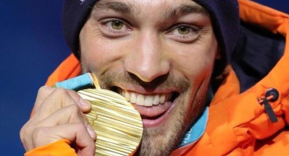 El holandés Kjeld Nuis disfrutó de su medalla de oro. (Foto: Getty Images)