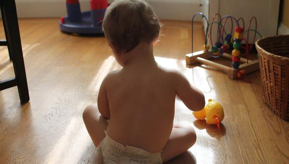 Tener un bebé en casa mientras se hace teletrabajo es complicado para los padres (Foto: Pixabay)