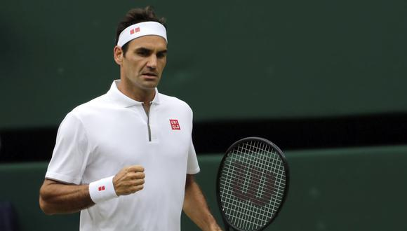 La ovación del público a Roger Federer después de la final de Wimbledon. (Foto: AP)