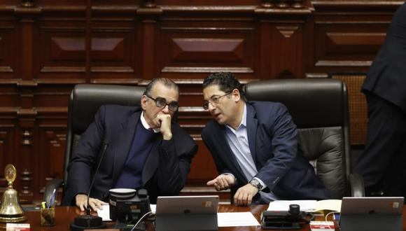 Pedro Olaechea y el segundo vicepresidente del Congreso, Salvador Heresi. (Foto: Hugo Pérez/ El Comercio)