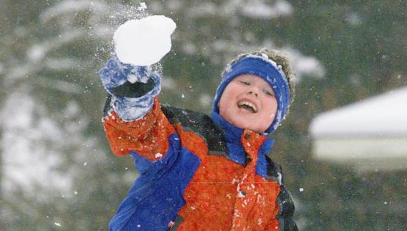 """Niño de 9 años logra anular ley que prohibía """"peleas"""" con bolas de nieve en Colorado. (AP)"""