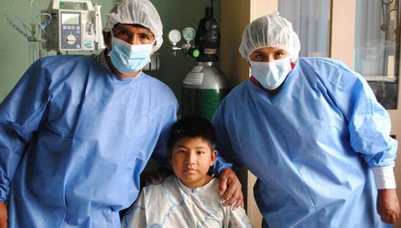 Trasplante de riñón: niño salvó la vida de adolescente de 12
