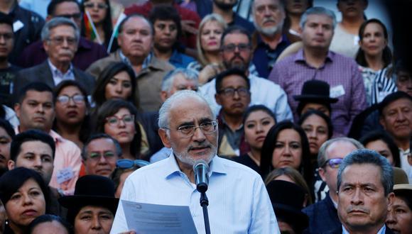 Carlos Mesa compareció después de que el presidente anunciara una reunión de urgencia con movimientos sociales afines, ante el ultimátum de la oposición para que renuncia antes de las 7:00 p.m. del lunes. (Reuters)