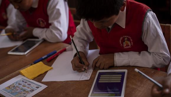 Las tabletas buscan acortar la brecha digital entre aquellos alumnos que cuentan con esta tecnología frente a los que no la tienen, que acaba por afectar el nivel de aprendizaje. (Foto: GEC)