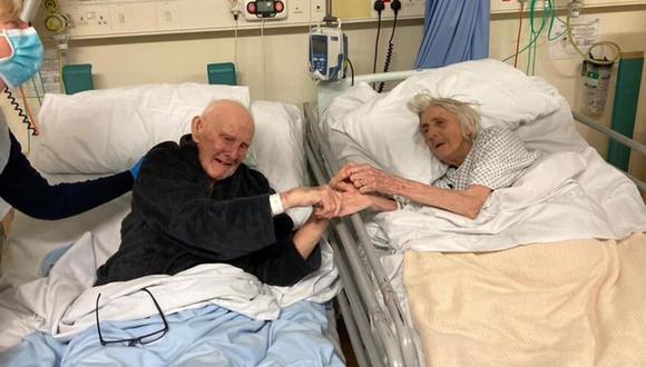 Derek y Margaret, los dos de 91 años, pasaron sus últimos días juntos antes de morir por coronavirus. (Barbara Smith/Manchester Evening News).