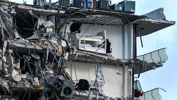 Un tercio del edificio residencial de 12 plantas Champlain Towers, ubicado en Miami, se derrumbó. (Foto: CHANDAN KHANNA / AFP).
