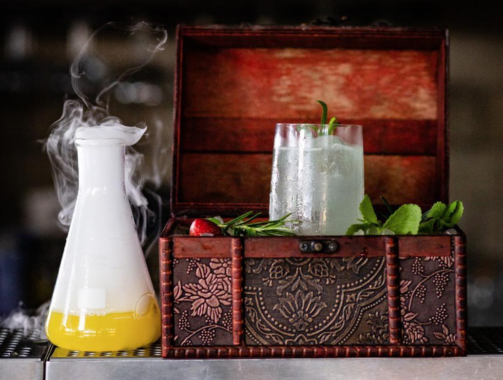 Cotel Follow the light, con gin, estragón, limón Tahití y agua tónica de sauco.