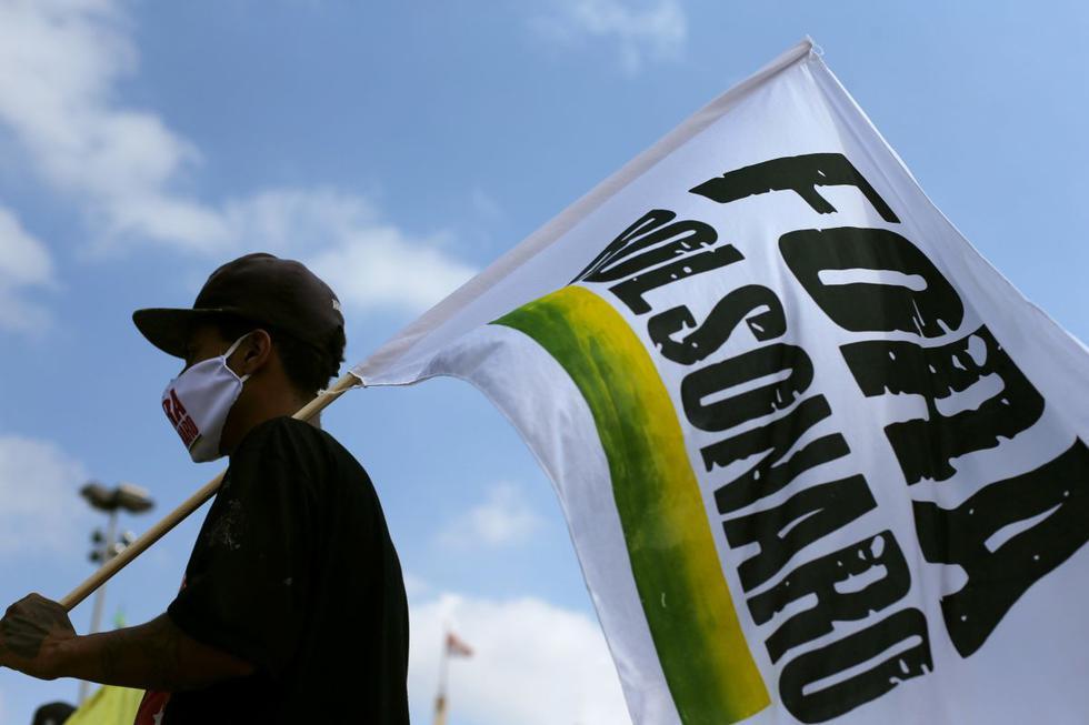 Caravanas de coches volvieron este sábado a las calles de diversas ciudades para pedir que el presidente de Brasil, Jair Bolsonaro, sea sometido a un juicio político con fines de destitución por su cuestionada gestión frente a la pandemia del COVID-19. (Texto: EFE / Foto: Reuters).