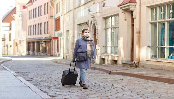 Letonia, Lituania y Estonia han coordinado vuelos humanitarios para los residentes que se encuentren varados en países de la Unión Europea. Ellos deberán permanecer 14 días en cuarentena. / Foto: Shutterstock.