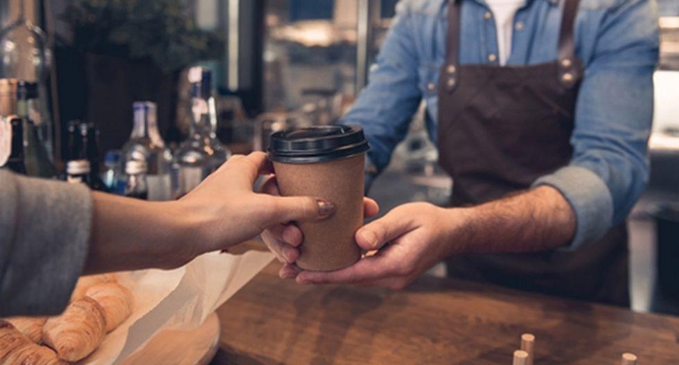 El joven trabajador de una reconocida cafetería se negó atender a la mujer. Su acción fue aplaudida por miles en redes sociales.  Foto: Pexels/Referencial