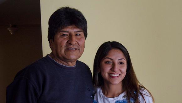 Evaliz Morales Alvarado, de 26 años, fue reconocida por el expresidente luego de un juicio interpuesto por su madre. Desde entonces ha pasado de cumplir la labor de primera dama en ciertos eventos a acompañar a su padre tras el exilio de su país y luego regresar para trabajar en el Estado. (Foto: Twitter @evaliz_morales).