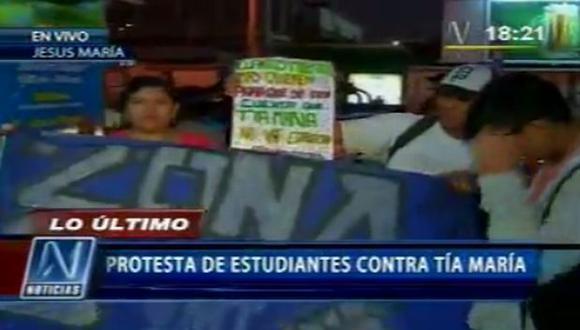 Estudiantes marchan contra Tía María por calles de Lima