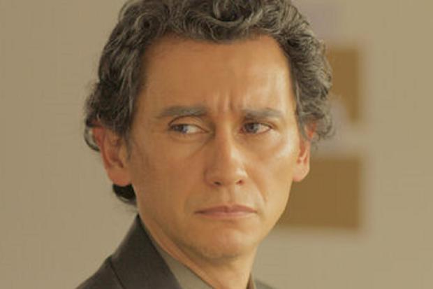Carlos Manuel Vesga plays adult Emanuel Villegas in
