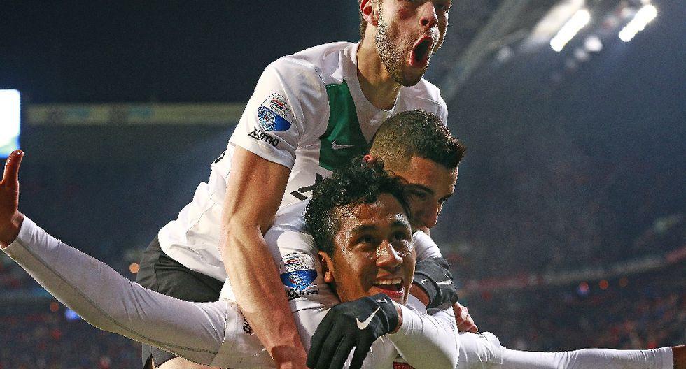 Renato Tapia acapara la atención con su gol en el FC Twente - 5