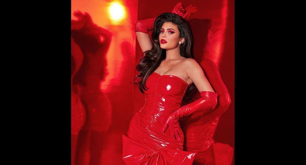 Foto 4 de 6   Kylie Jenner convirtió al rojo en el color preferido de todos sus seguidores al vestirse de pies a cabeza con él. (Foto: Instagram)