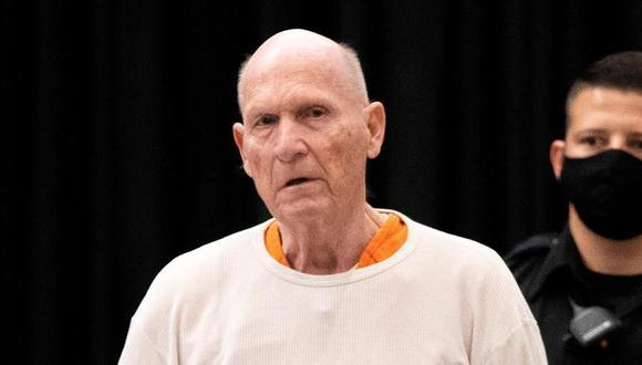 Joseph DeAngelo (Golden State Killer), un expolicía que confesó haber cometido 13 homicidios y 50 violaciones en California en los años 1970 y 1980, fue condenado este viernes a pasar el resto de su vida en prisión. (Foto: EFE/EPA/SANTIAGO MEJIA / POOL).