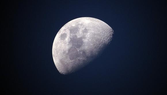 La Luna no tiene atmósfera, es decir, no tiene oxígeno, y prevalece el hierro metálico puro, por lo que el hallazgo de óxido es sorprendente. (Pixabay)