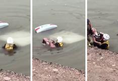 Así fue el rescate de película de una mujer a punto de morir ahogada en un auto sumergido en el agua