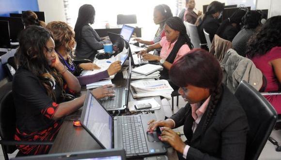 En las empresas que no ponen a disposición de sus trabajadores las aplicaciones de mensajería instantánea se registraron una mayor tendencia a utilizar el teléfono. (Foto: AFP)