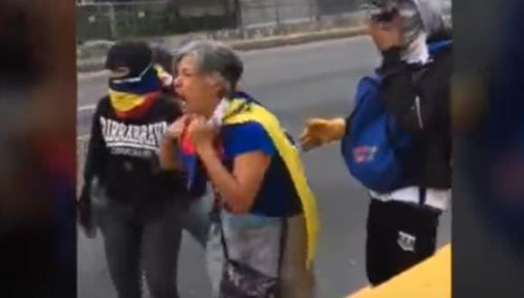 """""""Maduro, te odio"""", el lamento de una mujer en Venezuela [VIDEO]"""