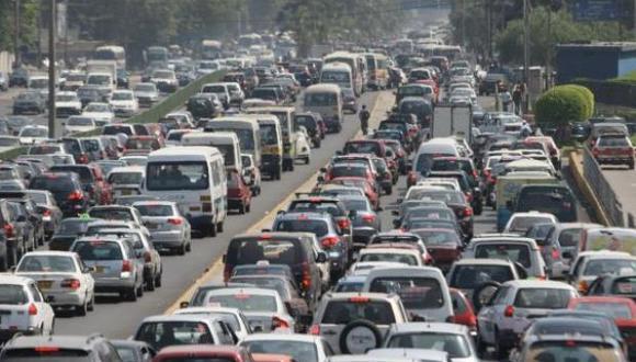 """La política de """"Pico y Placa"""", busca reducir el tráfico vehicular en la ciudad de Lima."""