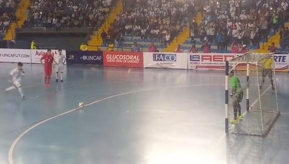 YouTube: Mira este golazo de penal en final de torneo de futsal