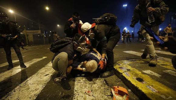 Dos manifestantes fallecieron y decenas resultaron heridos este sábado víctimas de la represión policial contra manifestantes que protestaban pacíficamente en el centro de Lima contra Manuel Merino.