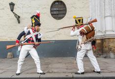 Los peruanos que recrearon con técnicas de época el uniforme del ejército de San Martín