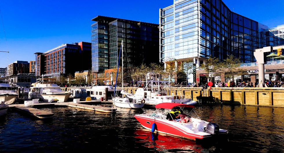 Washington está en el décimo lugar. Al malecón del distrito Wharf se le considera un espacio de impacto positivo en el ambiente porque combina oficinas y centros comerciales con parques y zonas públicas. Todo, frente al río Potomac. / Foto: Shutterstock.