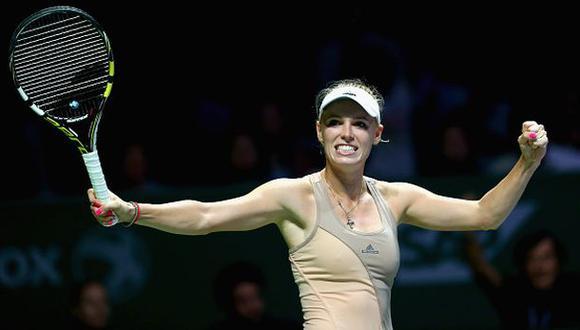 Wozniacki sorprendió a Sharapova en el Masters de Singapur