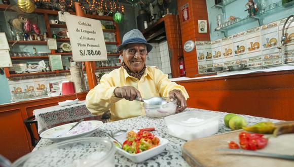 Pedro Solari fue una eminencia de la gastronomía peruana. Era toda una ceremonia verlo preparar su cebiche de lenguado. (Foto: Víctor Idrogo/Archivo El Comercio)