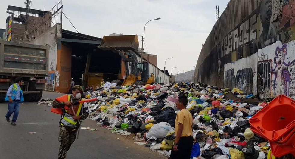 Decenas de soldados del Batallón de Ingeniería realizaron el trabajo de limpieza ante la emergencia que vive la población. (Foto: Difusión)