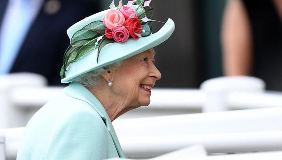 """La reina Isabel II provocó sorpresa en los medios británicos al describir como """"pobre hombre"""" al ministro de Sanidad, Matt Hancock, uno de los principales responsables de la lucha contra la pandemia de coronavirus. (Foto: DANIEL LEAL-OLIVAS / AFP)."""