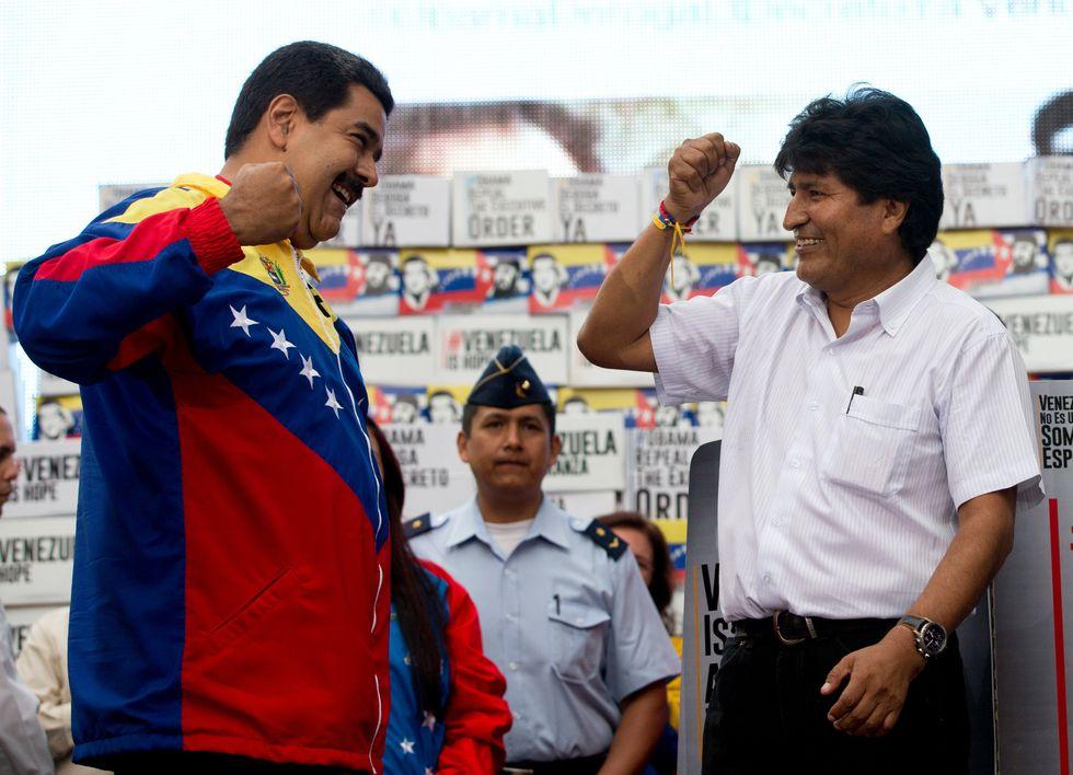 Morales mantuvo una estrecha relación con el venezolano Hugo Chávez y su sucesor, Nicolás Maduro. [AP]
