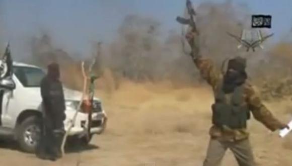 Líder de Boko Haram reaparece quemando la bandera de Nigeria