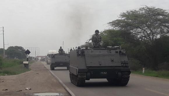 Los vehículos blindados permanecen custodiando la frontera con el Ecuador (Foto: CC.FF.AA.)