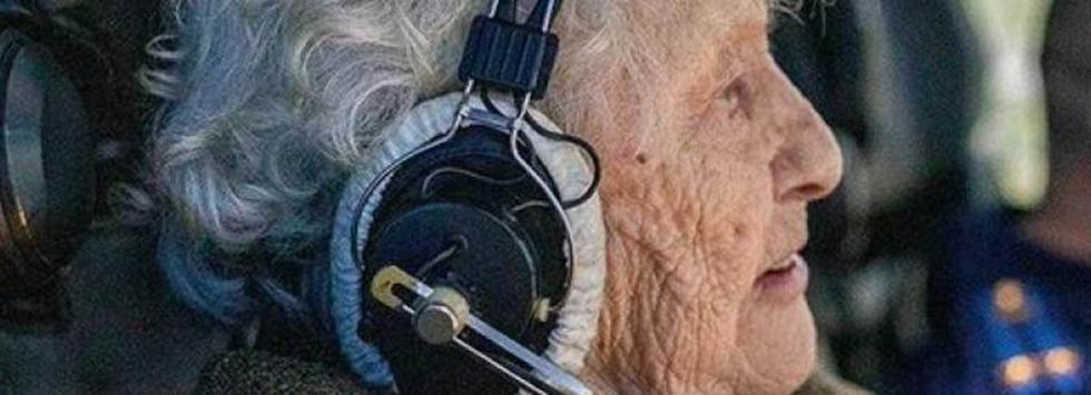 Ella es Maria Koltakova, la mujer de 99 años que pilotea un caza de guerra y un tanque