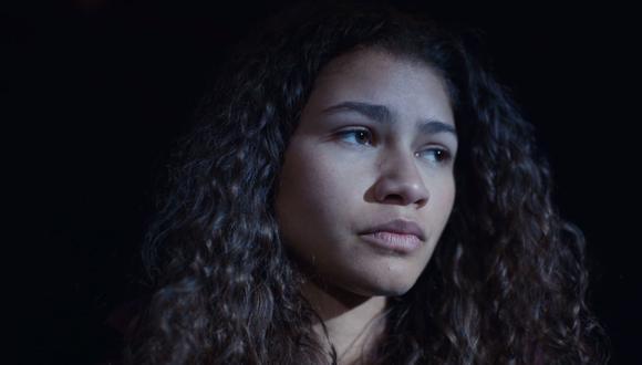 La actriz Zendaya deja atrás su imagen de chica Disney para interpretar un complejo papel como Rue Bennett. Fuente HBO