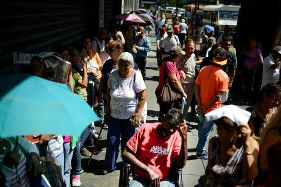 Venezuela: Según Cendas, una ONG que monitorea el costo de vida, en setiembre se requerían seis salarios mínimos para cubrir la canasta básica. (Foto: AFP)