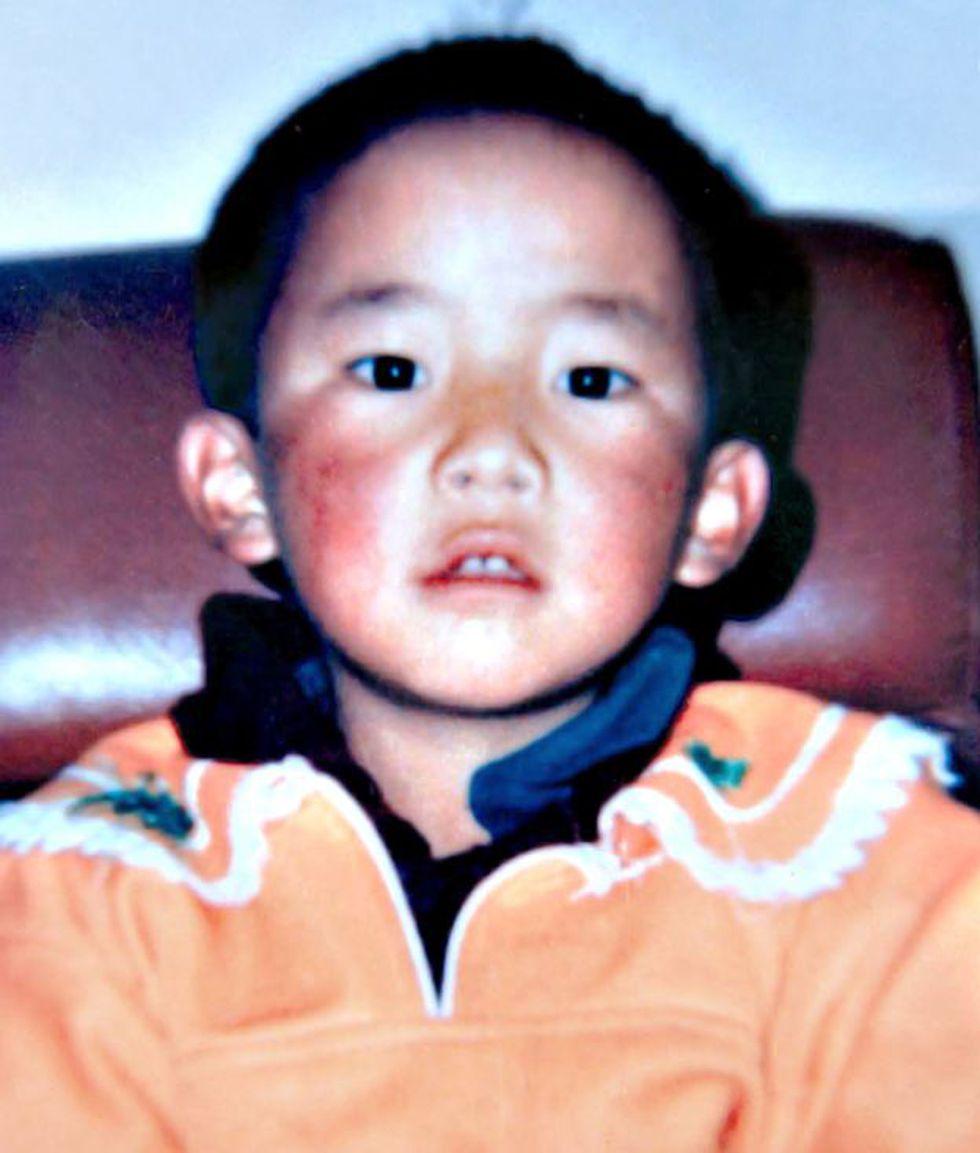 Esta es la única foto que existe de Gedhun Choekyi Nyima. Fue tomada entre en 1994 y 1995.