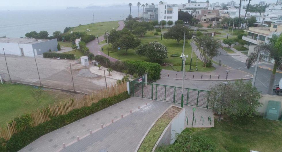 Tanto el alcalde metropolitano Jorge Muñoz como el alcalde miraflorino Luis Molina han criticado la instalación de una reja en San Isidro que impide el tránsito por el Puente de la Amistad, que debería unir Miraflores y San Isidro. (Foto: Carlos Hidalgo)